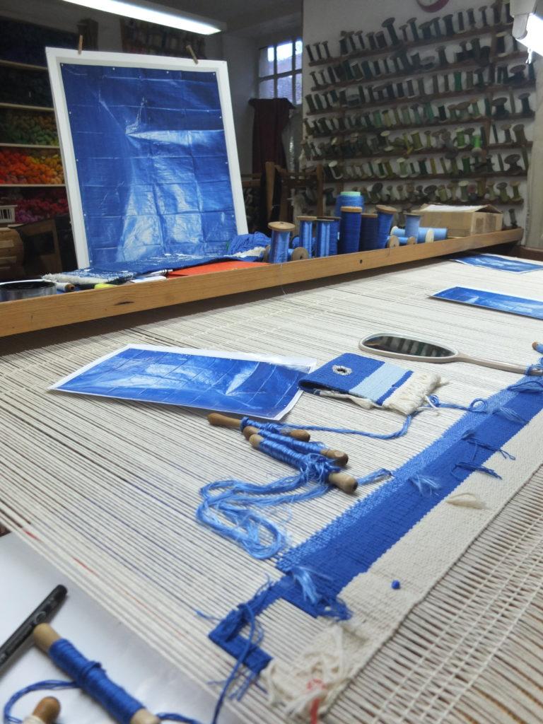 tapisserie Bleue Marie Sirgue en cours de tissage